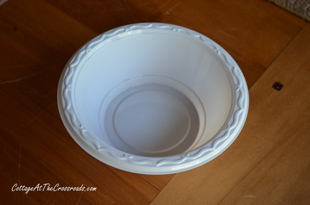plastic bowl for making plaster leaves