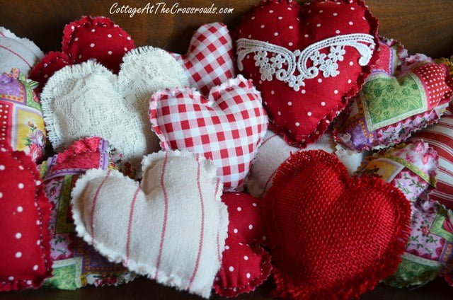 http://cottageatthecrossroads.com/easy-to-make-fabric-hearts/