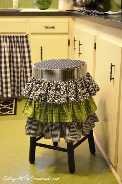 ruffled stool cover