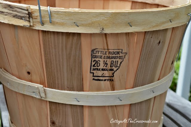 1/2 bushel size-apple basket