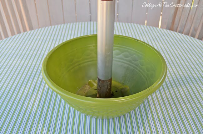 how to make a floral flower pot for an umbrella table | Cottage at the Crossroads