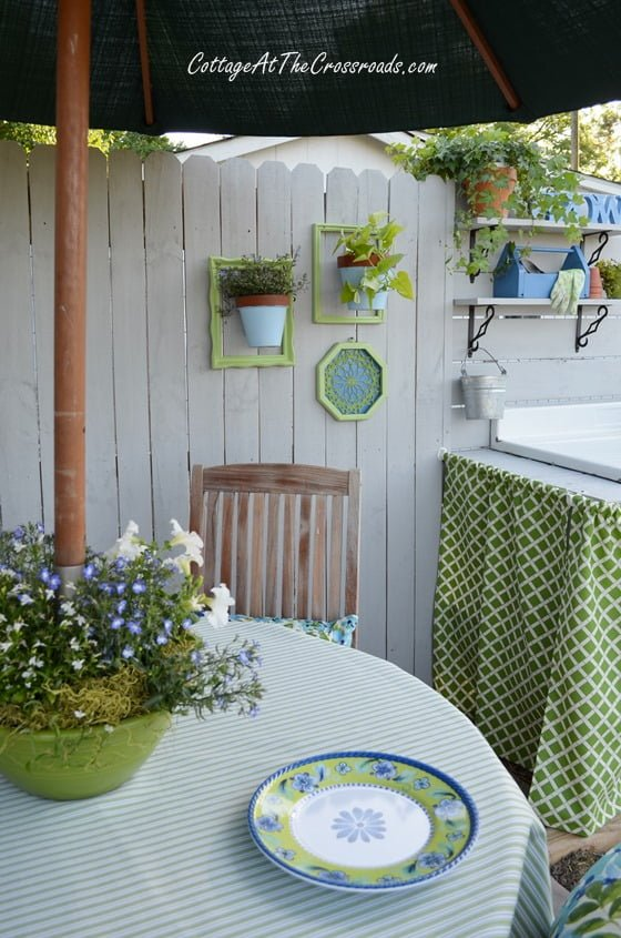 outdoor dining area in the garden | Cottage at the Crossroads