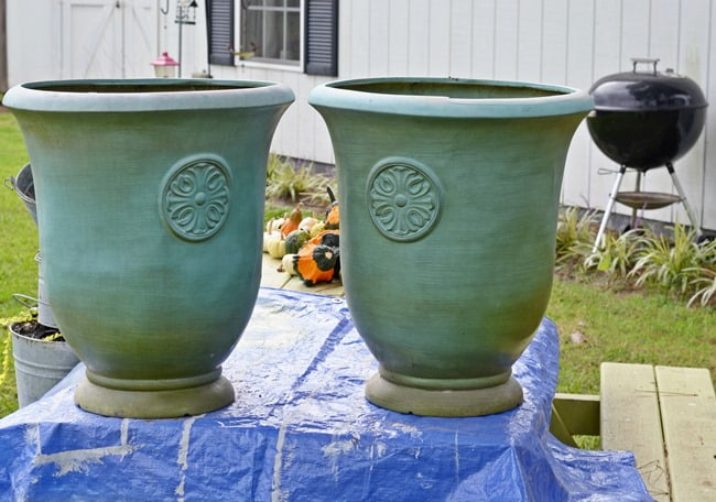plastic urns | Cottage at the Crossroads