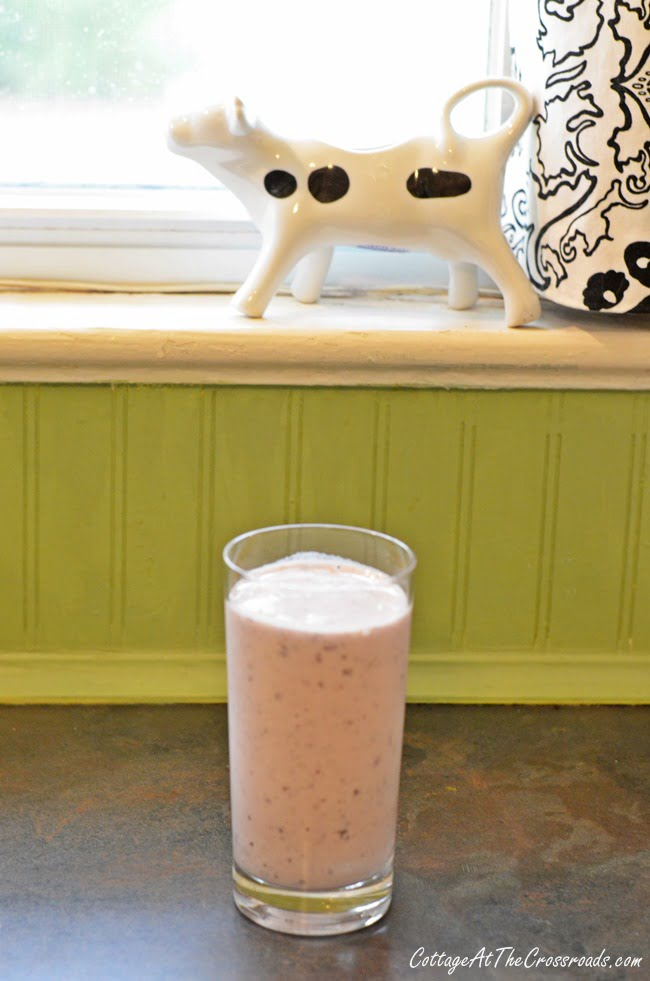 blueberry-pear smoothie | Cottage at the Crossroads