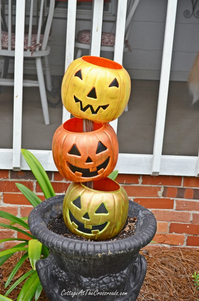 topsy turvy Jack-O' Lanterns made from cheap, plastic trick-or-treating pails