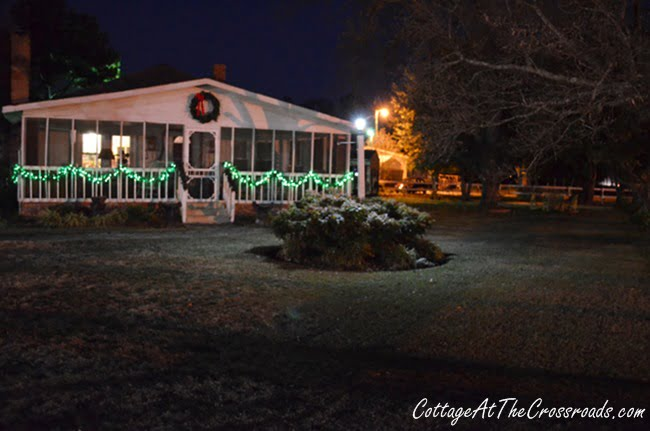 Outdoor Christmas Decor | Cottage at the Crossroads