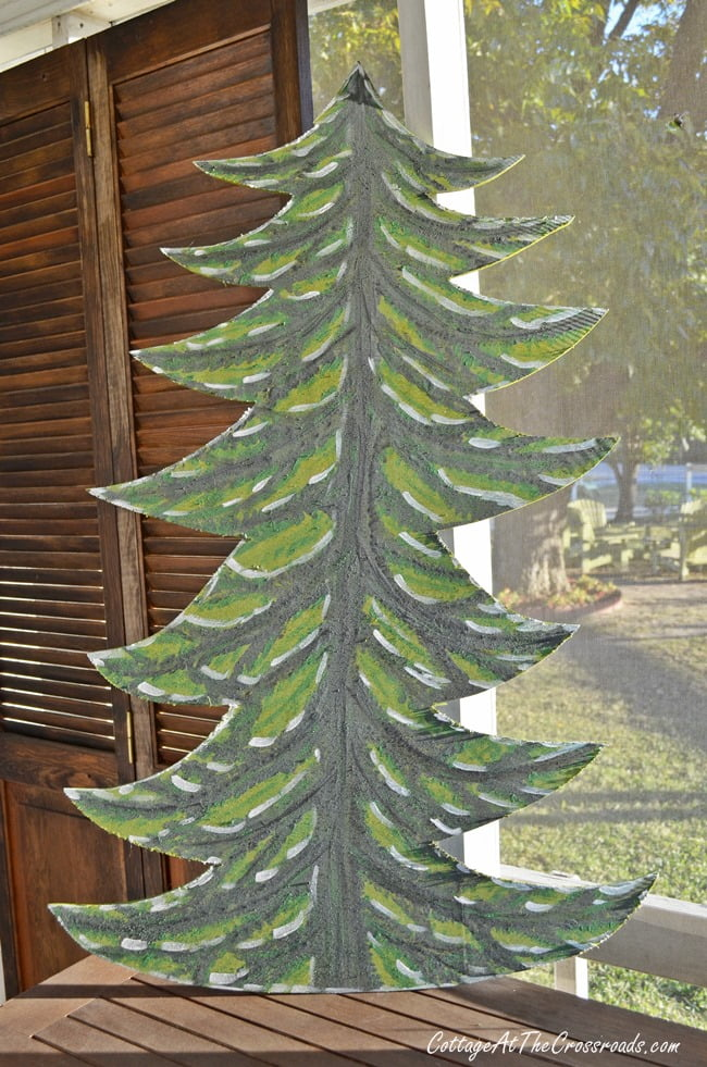 DIY Wooden Christmas Trees by cottageatthecrossroads.com