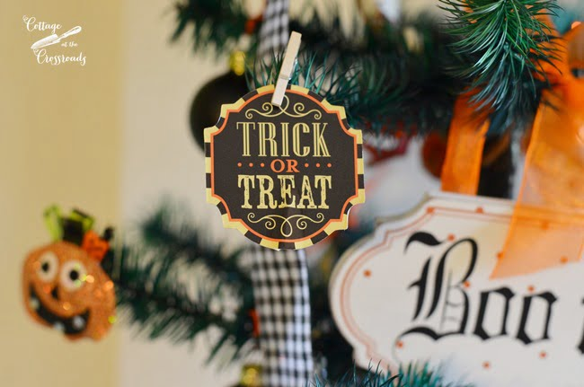 Halloween Tree for the Kitchen | Cottage at the Crossorads