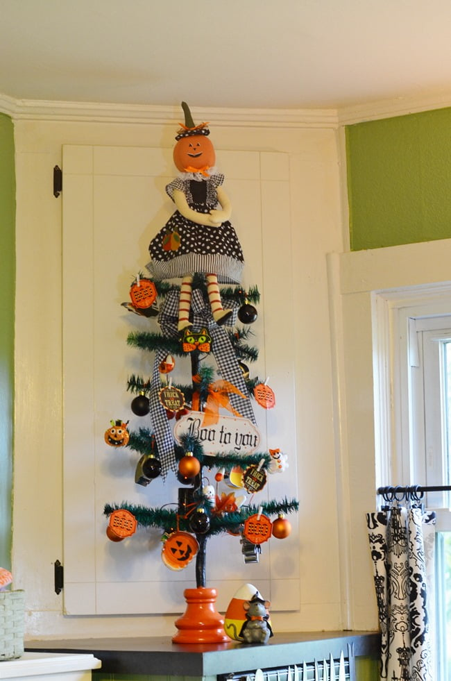 Halloween Tree for the Kitchen | Cottage at the Crossroads