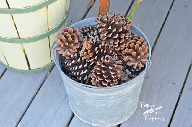 chicken wire and pine cone fall wreath | Cottage at the Crossroads