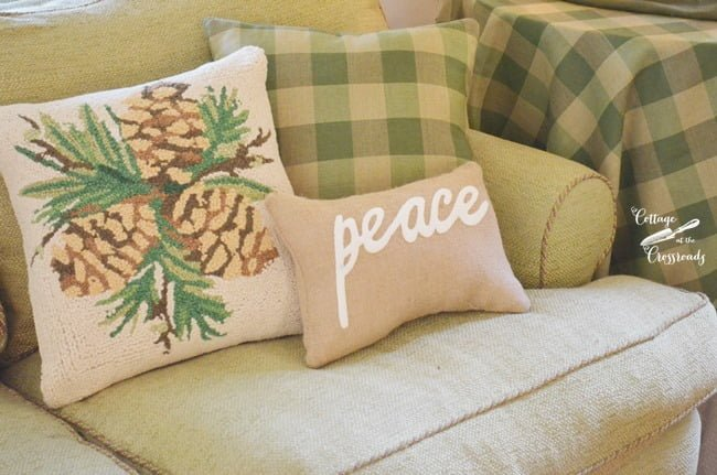 green buffalo plaid pillow | Cottage at the Crossroads