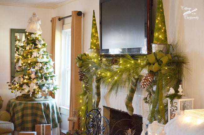 Christmas mantel | Cottage at the Crossroads