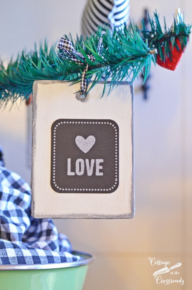 wooden Valentine's Day ornaments | Cottage at the Crossroads