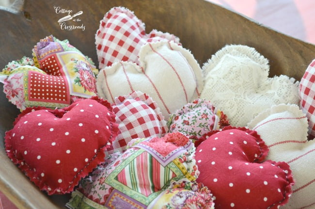 easy to make fabric hearts | Cottage at the Crossroads
