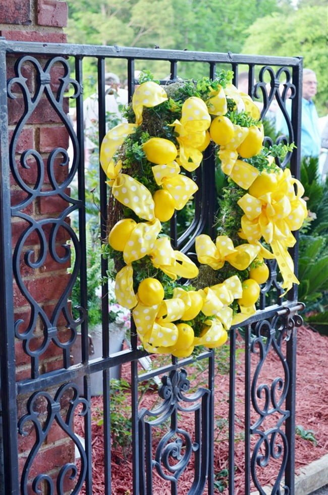 lemon wreath on the gate at the Civitan golf benefit party