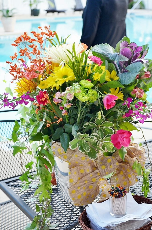 floral arrangement at the golf benefit party