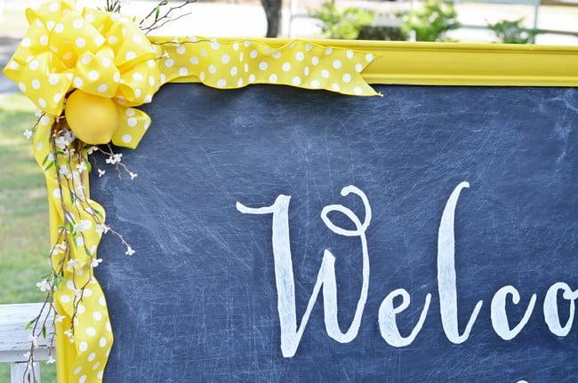DIY Welcome Chalkboard Sign