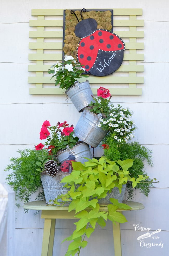 summer topsy turvy planter | Cottage at the Crossroads