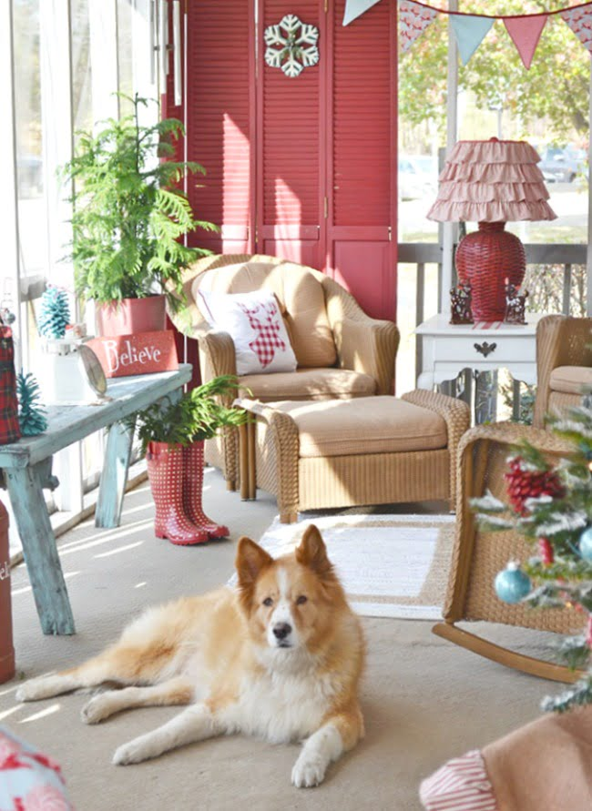 Red and Aqua Retro Christmas Porch | Cottage at the Crossroads