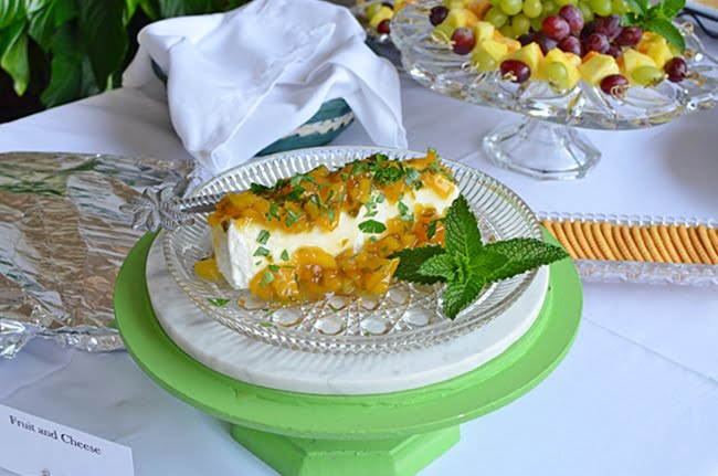 goat cheese and mango jam appetizer