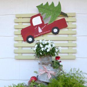 Farmhouse Christmas Decorations on the Deck
