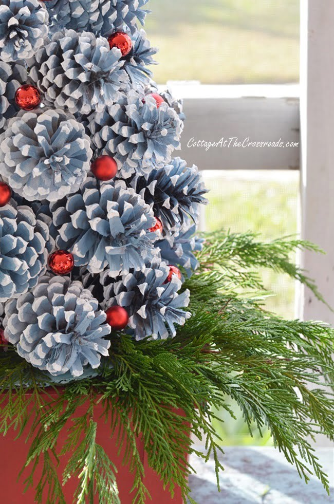 directions for making a pinecone Christmas tree