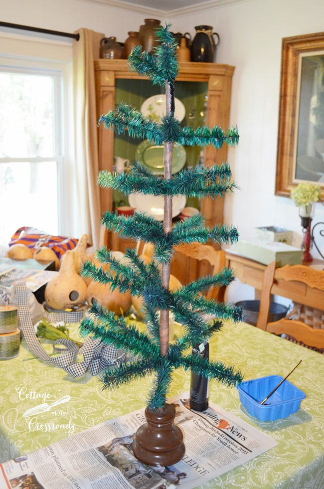 thrifty home decor projects: free feather tree