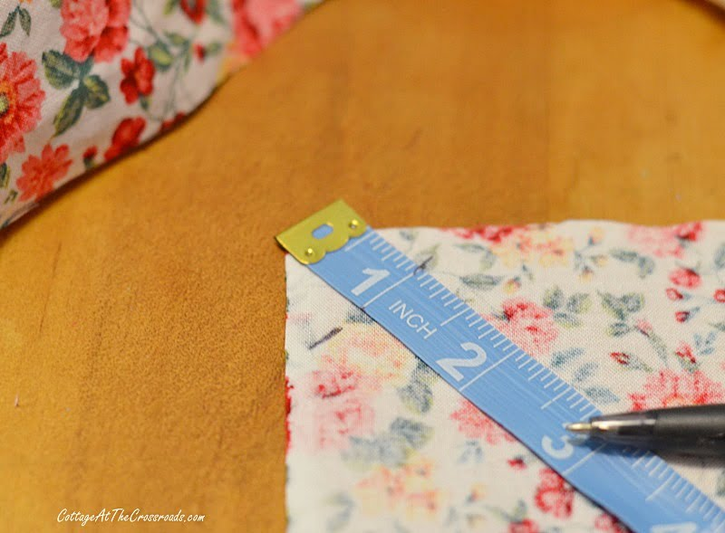 making cloth napkins with mitered corners