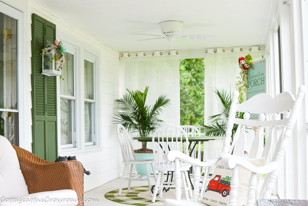dining area of the screen porch