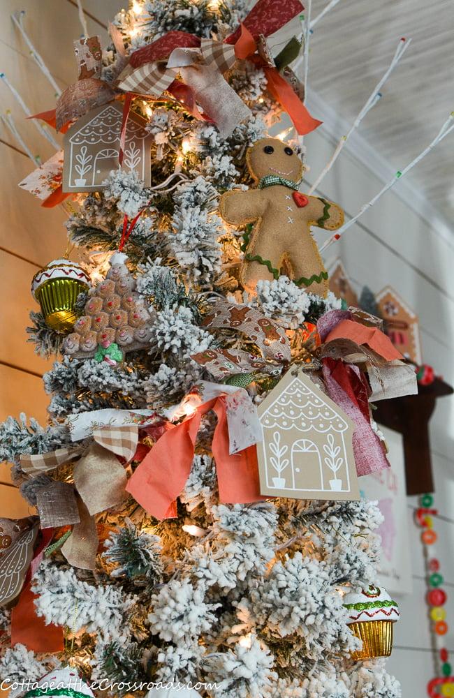 gingerbread rag garland on a gingerbread tree