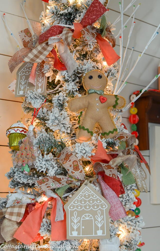 gingerbread rag garland on tree
