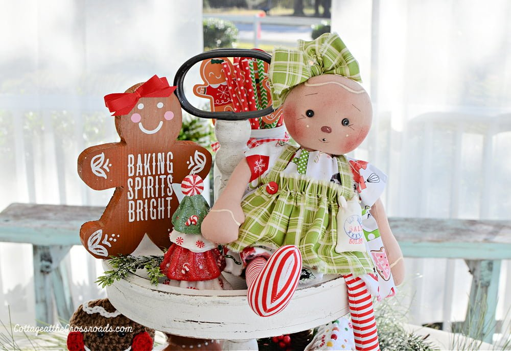 gingerbread doll and wooden gingerbread man