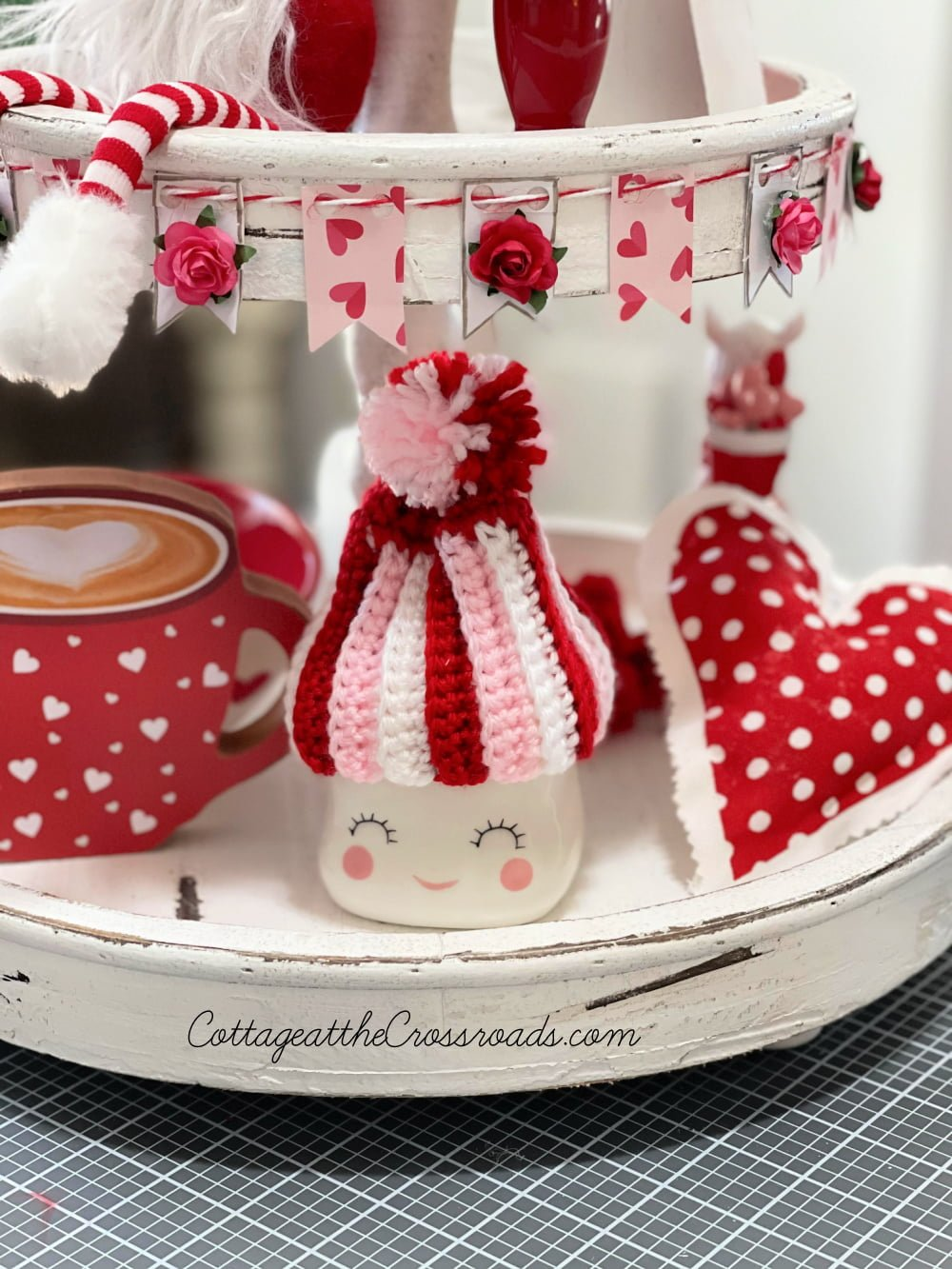 mini bunting with roses and hearts
